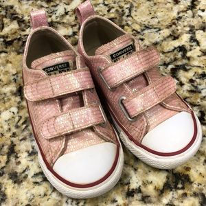 Girls toddler size 7 Converse